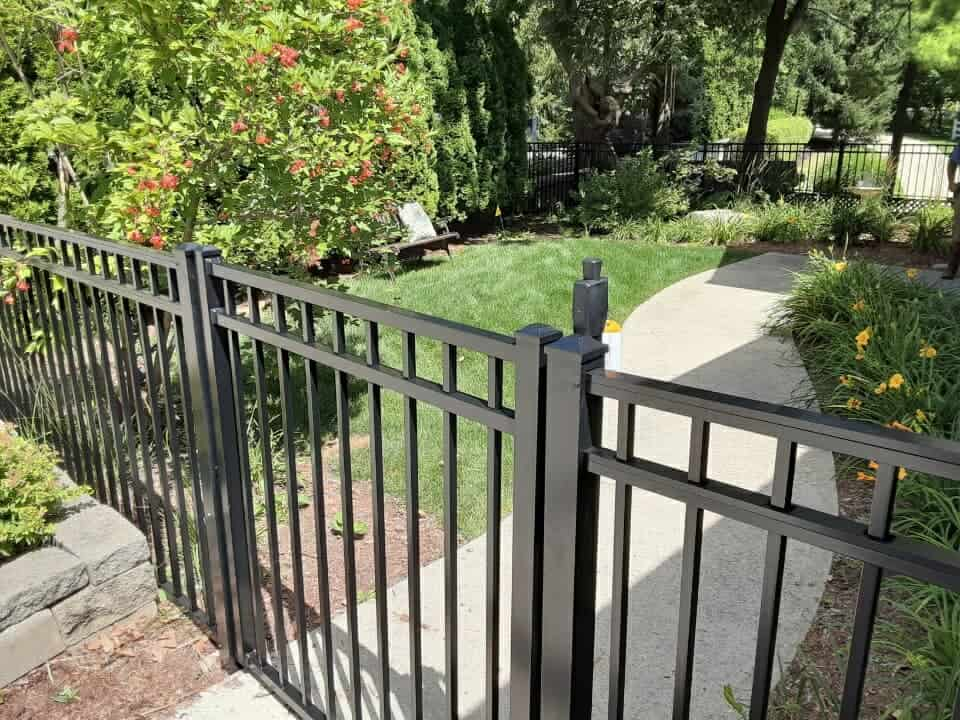 aluminum fence and gate picture